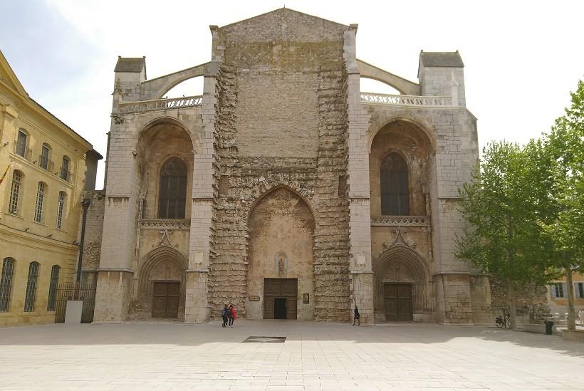 facade basilique sainte-marie-madeleine saint maximin