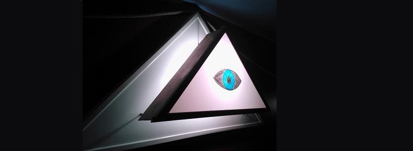 oeil et delta lumineux ou rayonnant